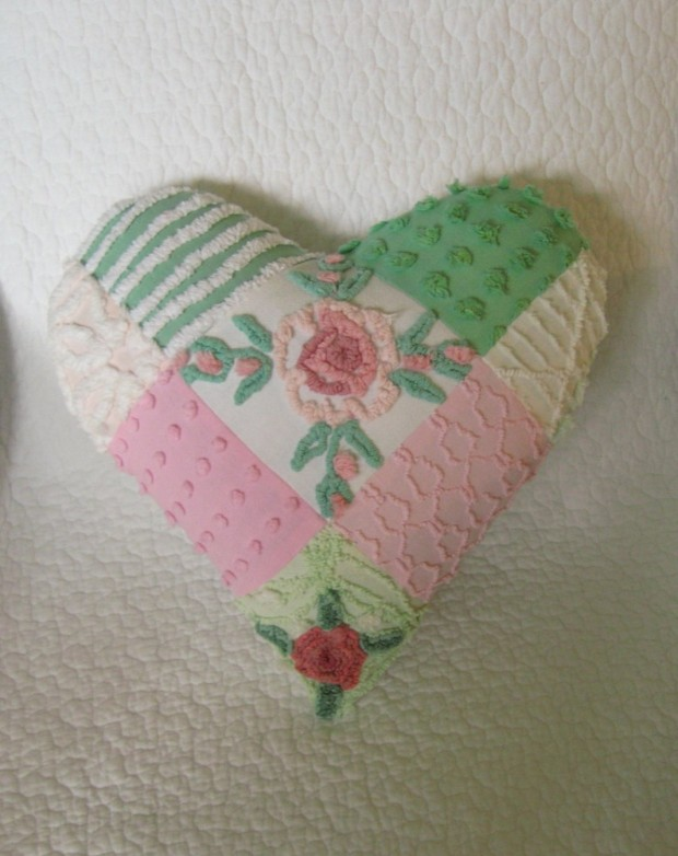 20 Charming Handmade Valentine's Day Pillow Designs (10)