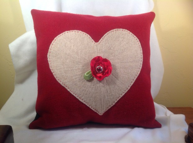 20 Charming Handmade Valentine's Day Pillow Designs (14)