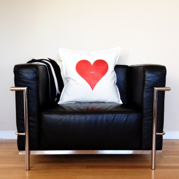 20 Charming Handmade Valentine's Day Pillow Designs (17)
