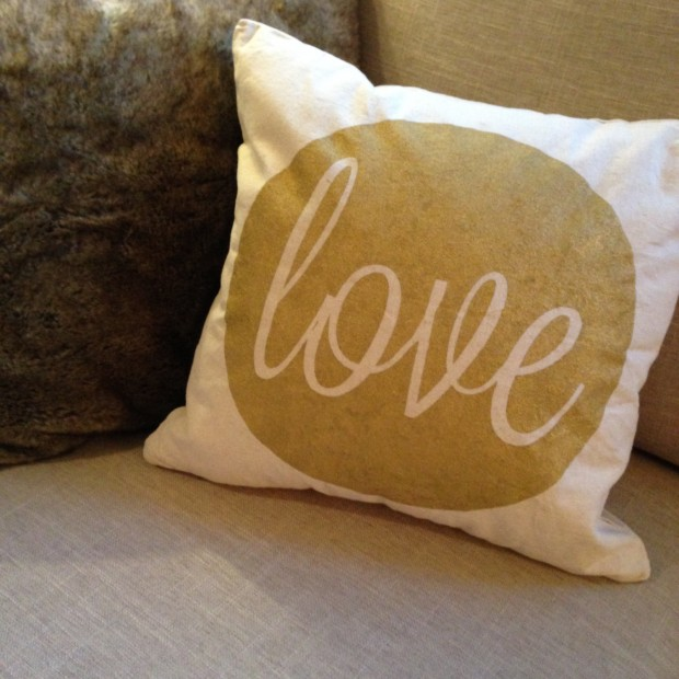 20 Charming Handmade Valentine's Day Pillow Designs (18)