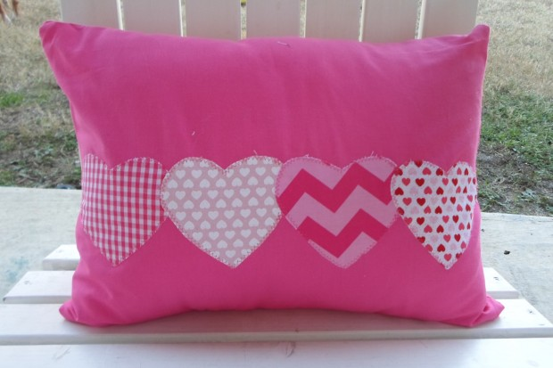 20 Charming Handmade Valentine's Day Pillow Designs (20)