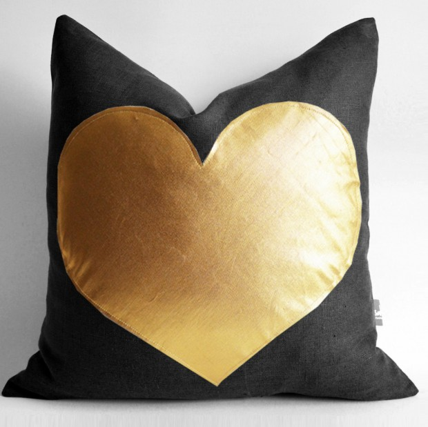 20 Charming Handmade Valentine's Day Pillow Designs (7)