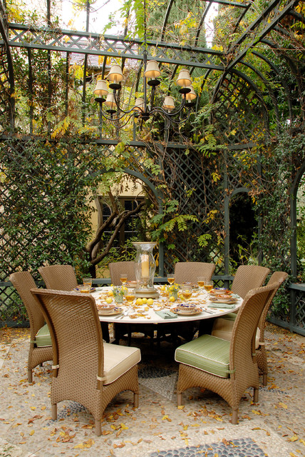 18 Outdoor Breakfast Nook Ideas for Bright and Beautiful ... on Backyard Nook Ideas id=86018