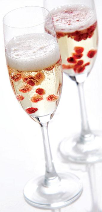23 Romantic Cocktails for Valentine's Day  (16)