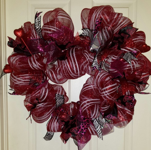 25 Outstandingly Cute Handmade Valentine's Wreath Designs (11)