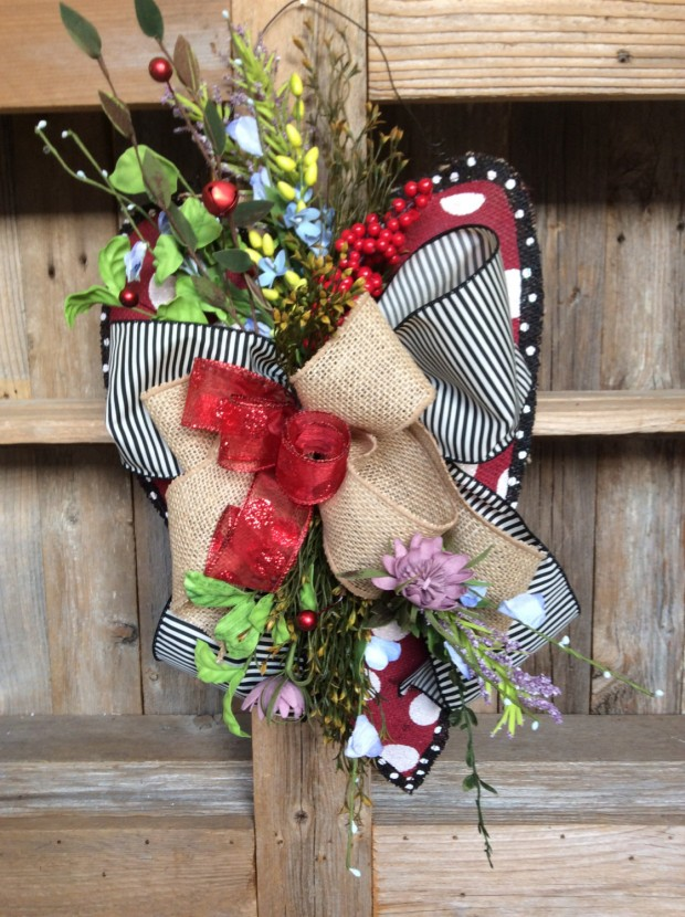 25 Outstandingly Cute Handmade Valentine's Wreath Designs (13)