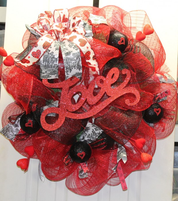 25 Outstandingly Cute Handmade Valentine's Wreath Designs (14)