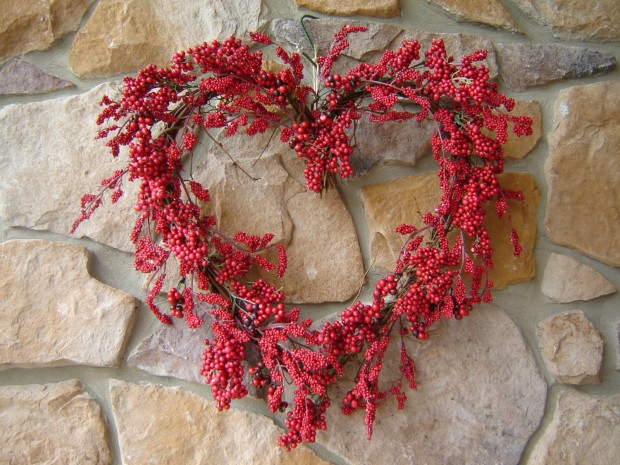 25 Outstandingly Cute Handmade Valentine's Wreath Designs (17)