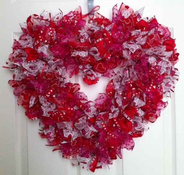 25 Outstandingly Cute Handmade Valentine's Wreath Designs (18)