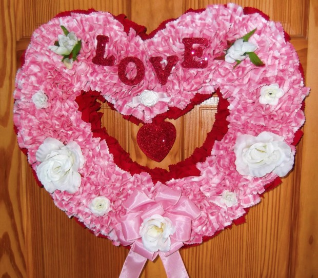 25 Outstandingly Cute Handmade Valentine's Wreath Designs (19)