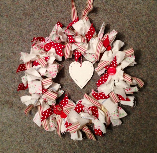 25 Outstandingly Cute Handmade Valentine's Wreath Designs (20)