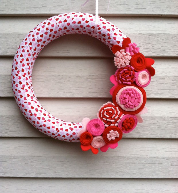 25 Outstandingly Cute Handmade Valentine's Wreath Designs (21)