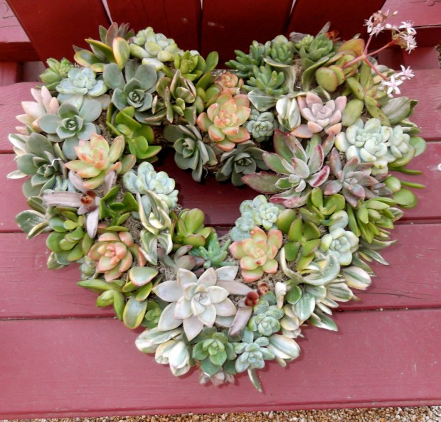 25 Outstandingly Cute Handmade Valentine's Wreath Designs (22)