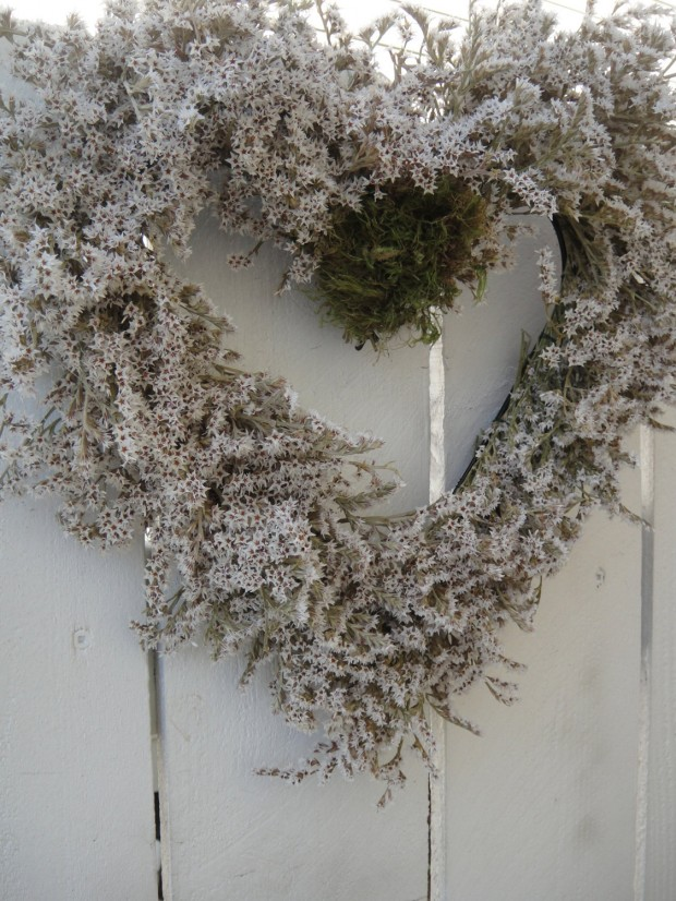 25 Outstandingly Cute Handmade Valentine's Wreath Designs (24)