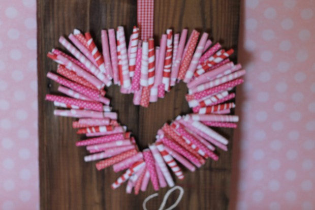 25 Outstandingly Cute Handmade Valentine's Wreath Designs (25)