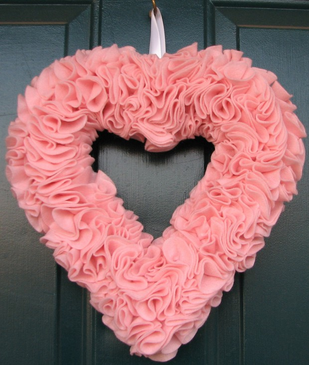 25 Outstandingly Cute Handmade Valentine's Wreath Designs (4)
