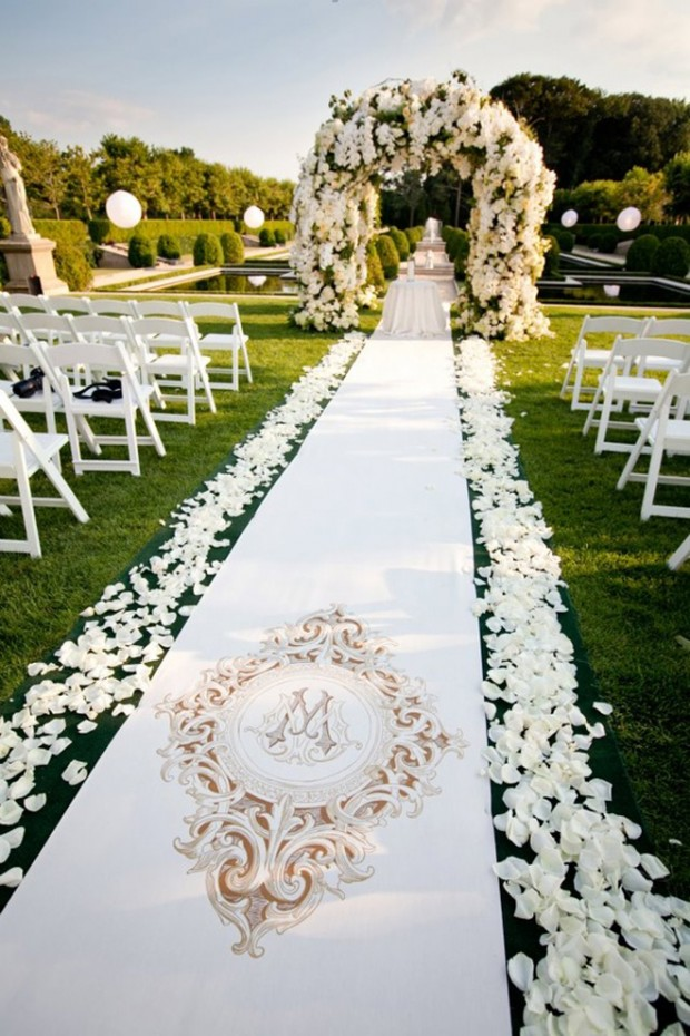 25 Beautiful And Romantic Garden Wedding Ideas on small flower garden landscaping ideas