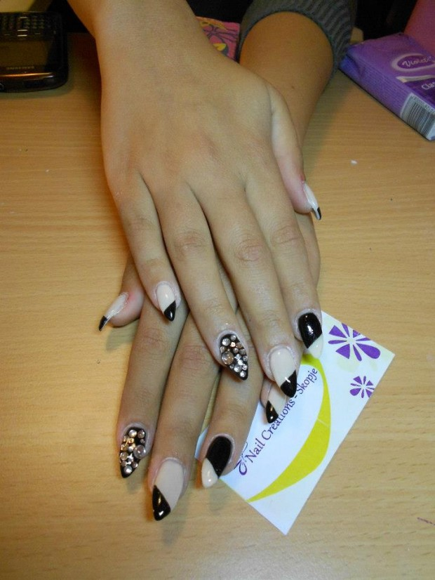 32 Simple and Elegant Nail Design Ideas   (28)