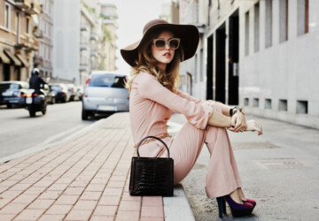 How to Wear A Jumpsuit: 17 Stylish Outfit Ideas - Outfit ideas, jumpsuit outfit ideas, jumpsuid, how to wear
