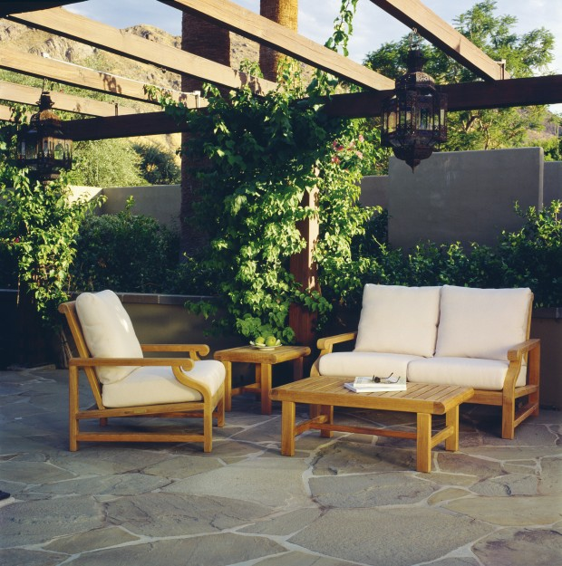 16 Relaxing Patio Conversation Set Designs for Spring (1)