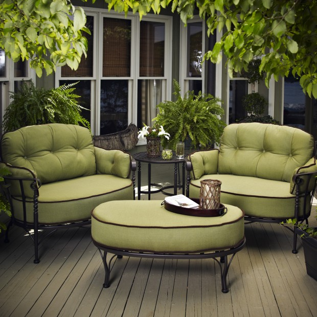 16 Relaxing Patio Conversation Set Designs for Spring (10)