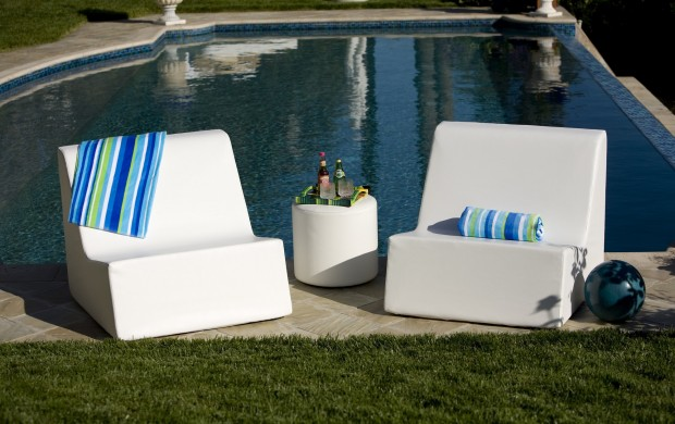 16 Relaxing Patio Conversation Set Designs for Spring (11)