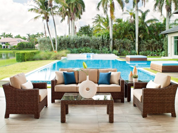 16 Relaxing Patio Conversation Set Designs for Spring (13)