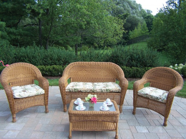 16 Relaxing Patio Conversation Set Designs for Spring (14)