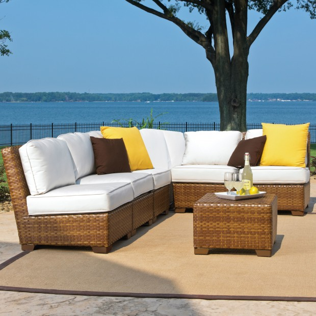 16 Relaxing Patio Conversation Set Designs for Spring (15)