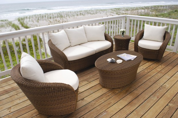 16 Relaxing Patio Conversation Set Designs for Spring (6)