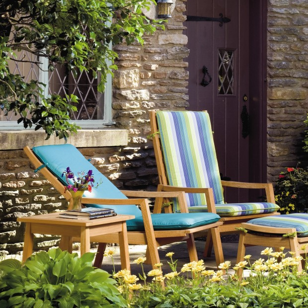 16 Relaxing Patio Conversation Set Designs for Spring (7)
