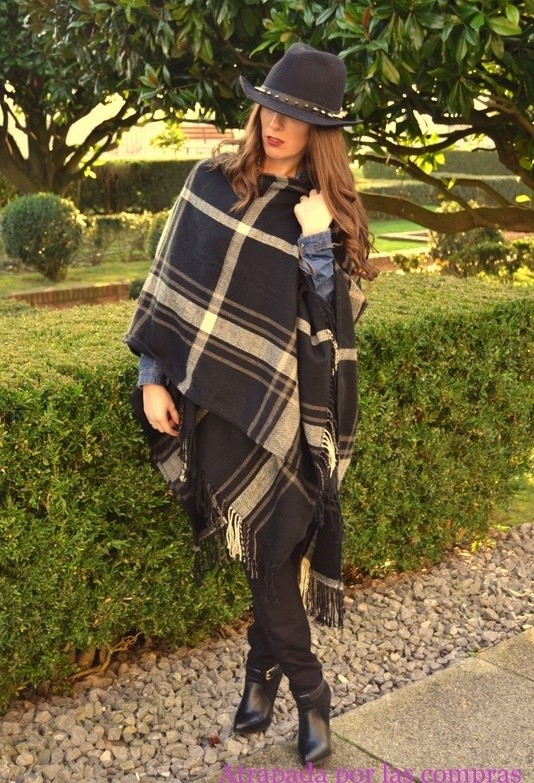 17 Amazing Outfit Ideas with Capes and Ponchos  (4)