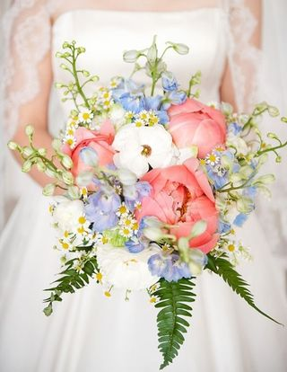 17 Romantic Spring Wedding Bouquets (1)