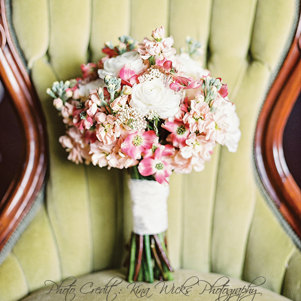 17 Romantic Spring Wedding Bouquets