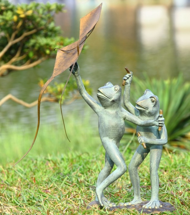 19 Entertaining Animal Statue Outdoor Spring Decorations (19)