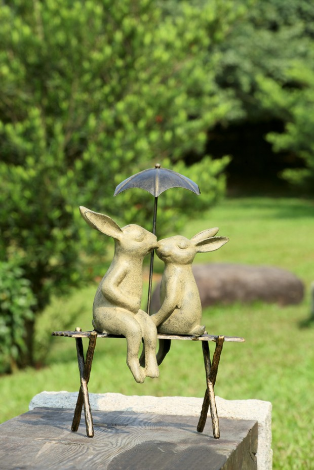 19 Entertaining Animal Statue Outdoor Spring Decorations (2)