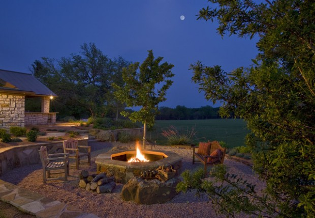 20 Great Fire Pit Ideas for Your Outdoor Area (18)