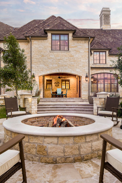 20 Great Fire Pit Ideas for Your Outdoor Area (21)