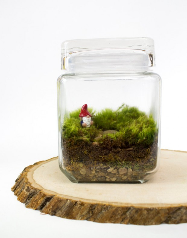 27 Small and Cute Themed Terrariums (16)