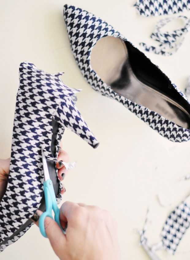 15 Adorable DIY Tutorials How To Make a New Shoes From Your Old Ones