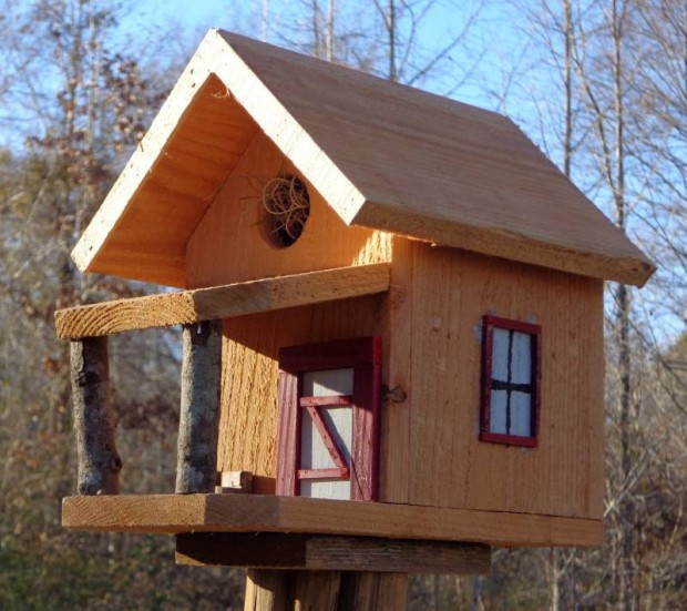 15 Decorative and Handmade Wooden Bird Houses - Style ...