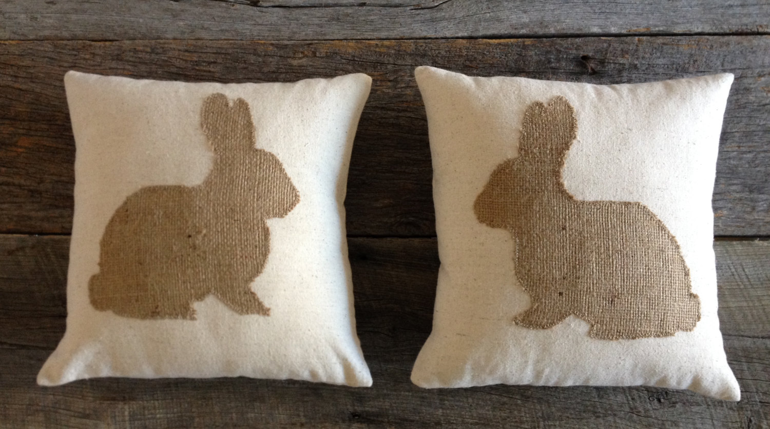 16 Adorable Handmade Decorative Easter Pillows - Style Motivation