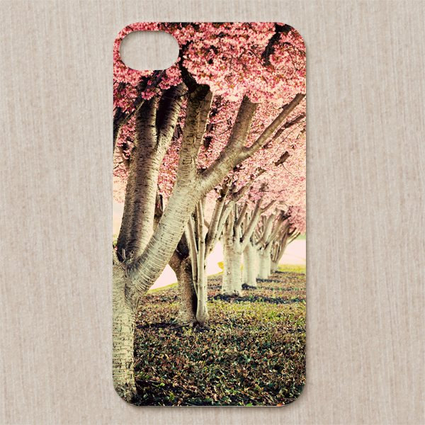 17 Creative and Natural Looking iPhone Cases for Spring