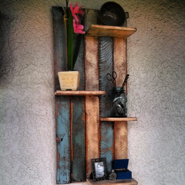 18 Useful and Easy DIY Ideas to Repurpose Old Pallet Wood (11)
