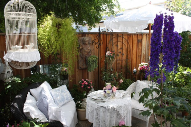 20 Cozy Chic Patio Design Ideas Perfect for Sunny Days (11)