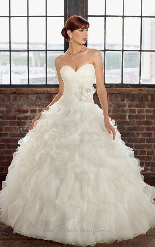 20 Elegant Strapless Wedding Dresses (20)