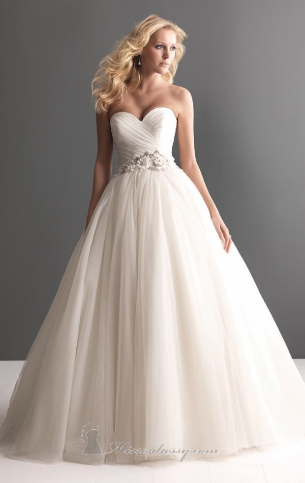 20 Elegant Strapless Wedding Dresses (5)