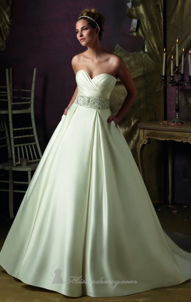20 Elegant Strapless Wedding Dresses (7)