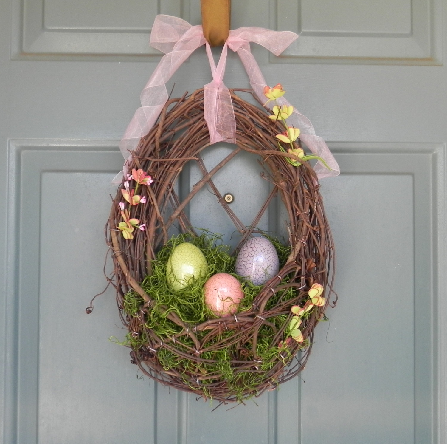 26 creative and easy handmade easter wreath designs. Black Bedroom Furniture Sets. Home Design Ideas