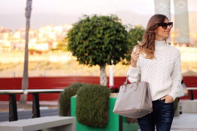 21 Wonderful Ideas For Big Bags Lovers - outfit for woman, colored bags, Black bag, big bags, Bags